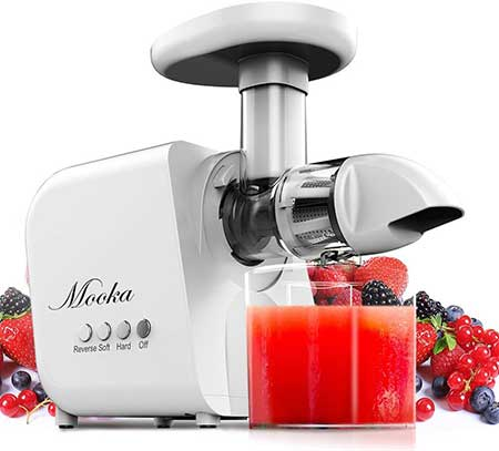 Mooka Green Juicer Juicing Strawberries