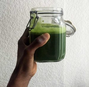 oragnic green juice in mason jar